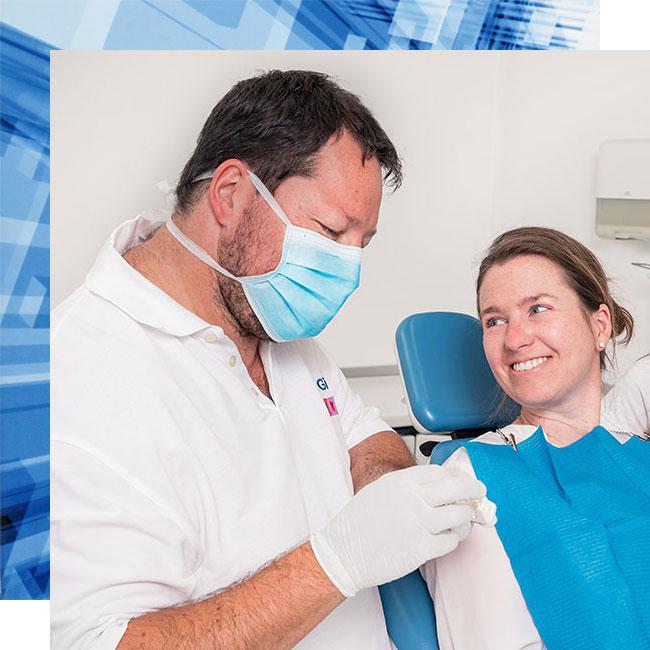Dachau Zahnarzt Dr. Gitt bei der Beratung